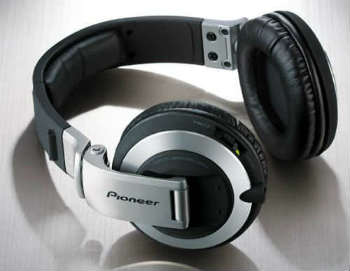 Pioneer HDJ-2000 Professional DJ Headphones - Closed-Back Headphones