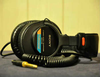 Sony MDR-V6 Studio Monitor Headphones - Over-Ear Headphones