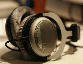 Beyerdynamic DT-880 Pro Headphones - Over-Ear Headphones