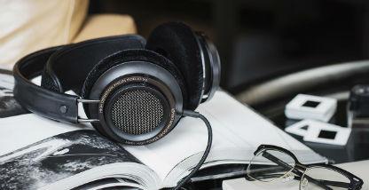 Bluetooth headphones running siri - wireless headphones running over ear
